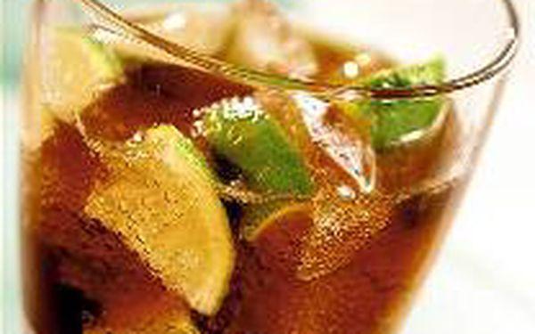 Vychutnejte si s přáteli jedinečný letní drink MAXI CUBA LIBRE se slevou 50% jen za 270,- Kč ve stylovém baru v centru Prahy !!