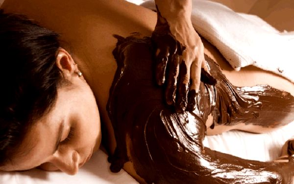 Vyzkoušejte si regenerační učinky čokoládové masáže 3 v 1 po celých 90 minut i s vířivkou, a ušetřete 300 Kč!