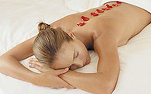 Prožitek orientální masáže - Vydejte se na cestu plnou potěšení a vnikněte do světa hlubokého uvolnění. Užijte si hodinovou masáž v luxusním Cybex Health Club & Spa, který je umístěn v Hotelu Hilton.