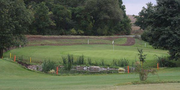 Golf Botanika Horní Bezděkov - akce 2+2+2 = 2x green fee 9 jamek + 2x vstup na Driving range (DR) a cvičné greeny + 2x 40 míčů na DR. To vše se slevou 51% , za neuvěřitelných 590 Kč, 30 min. z centra Prahy. Platnost balíčku do 31.5. 2011