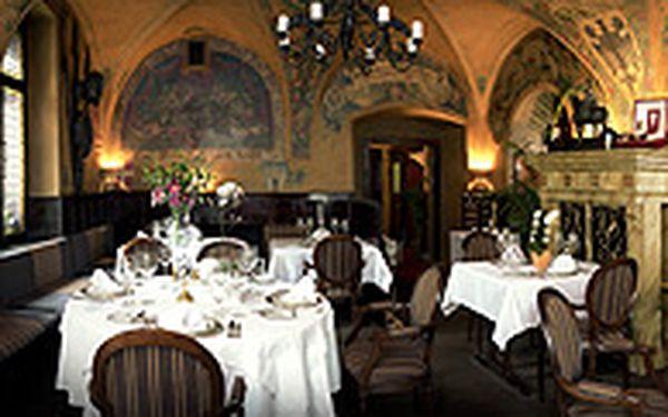 Romantický degustační zážitek (pro dva) - Objevte a prožijte jedinečnou večeři v restauraci ze 16. století. Romatická večeře U Malířů Vám nabídne 3-chodové menu a 2 zdvořilostní skleničky sektu s příchutí romantiky.