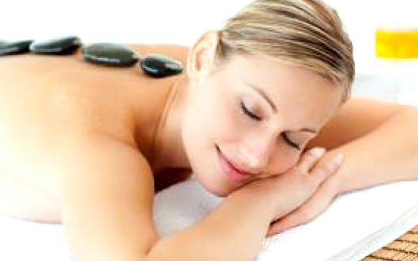 Osmdesáti minutová masáž celého těla lávovými kameny se slevou 59 %