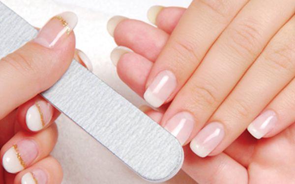 Super nabídka pro vaše prstíky – permanentní modeláž nehtů v hodnotě 720 Kč se super slevou XX %! Zaplatíte jen Kč za luxusní akrylové nehtíky!