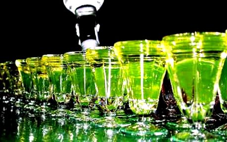 Jakýkoliv koktejl z absinthu až do ceny 220,- Absinth patřil k nejoblíbenějším nápojům na počátku 19. století. Přezdíválo se mu Zelená víla.