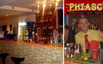 Libovolná konzumace v nejživějším baru Třebíče v hodnotě 900Kč za 513Kč. Užijte si večer s přáteli v cocktail baru s nabídkou více jak dvě stovky míchaných nápojů a širokým výběrem pizzy se slevou 43%.