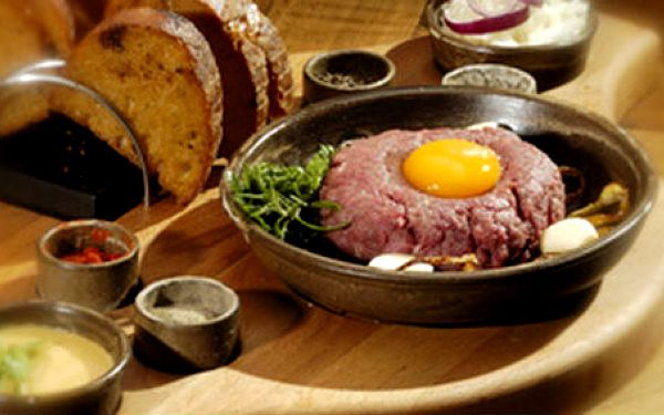 Jen 190 Kč za TATARÁK (300 g) a 6 kusů topinek v hodnotě 380 Kč. Dopřejte si skvělé jídlo před párty na Stodolní. Pořádná porce se slevou 50%!