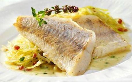 Dvě rybí speciality - 2x candát(200g) s houbovotymiánovou krastou, přílohy dle výběru, 2x rybí nebo jíná polévka + 2x 2dl Veltlínského vína. Vše se slevou 50%!