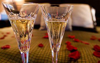 Romantika pod Ještědem PRO DVA za 2496 Kč místo 5094 Kč! Tři dny v Pytloun Design hotelu se snídaní do postele, růžemi, večeří při svíčkách, šampaňským! V ceně vstupné do aquaparku! Výlet snů pro Vaši lásku!