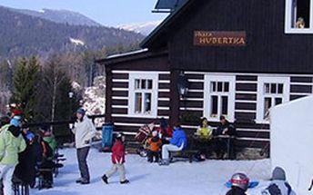 Sedmidenní ubytování s polopenzí v plné sezóně na chatě Hubertka v Krkonoších.
