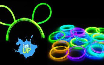 Už víte jak oživit party s kolegy, rodinou nebo přáteli? Dnes Vám nabízíme PartySet na Silvestra a jiné večírky jen za 159 Kč!! Rozjasněte svůj Silvestr s 10ks svítících náramků, 2ks brček, 2 ks brýlí, 2ks lightsticků, 2ks náušnic, 1ks uší+doprava zdarma