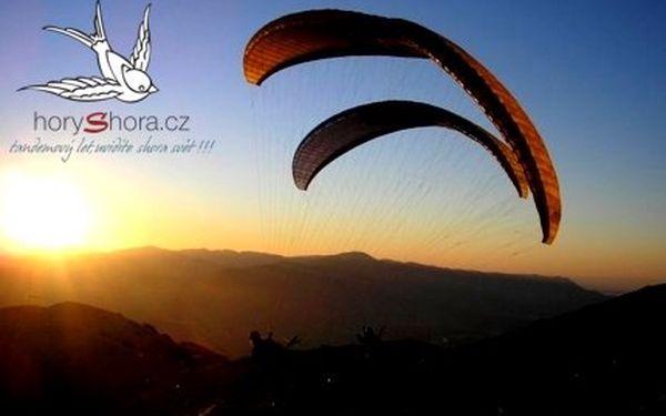 Jen 900Kč za let na tandemovém padáku s profesionálem. Vychutnejte si pohled na zem z ptačí perspektivy se slevou 50%! Věnujte zážitek firmy Hory Shora z paraglidingu jako originální dárek!