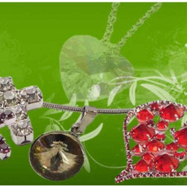 Darujte jako vánoční dárek tento stříbrný křížek s broušenými kameny. Jen 99 Kč! Máte možnost výběru ze dvou krásných stříbrných přívěšků na řetízek! Fantastická sleva 61%!