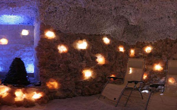 Ulehčete svému zdraví relaxací v soli! Pronájem celé solné jeskyně s kapacitou 9 lidí na 50 minut!