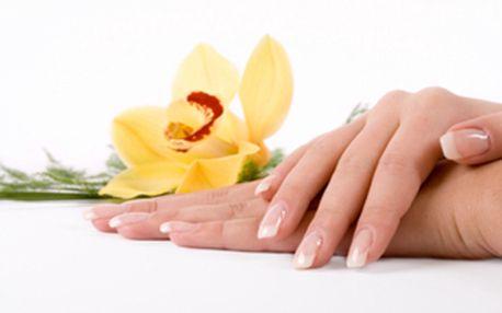 Gelové nehty včetně masáže rukou