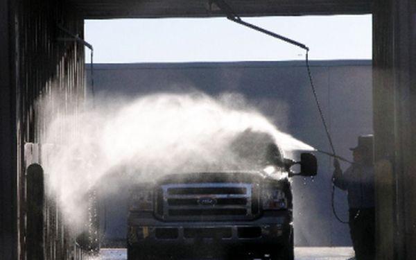 Mytí vozu za polovic! Speciální mycí program včetně dvousložkového vosku a předmytí.