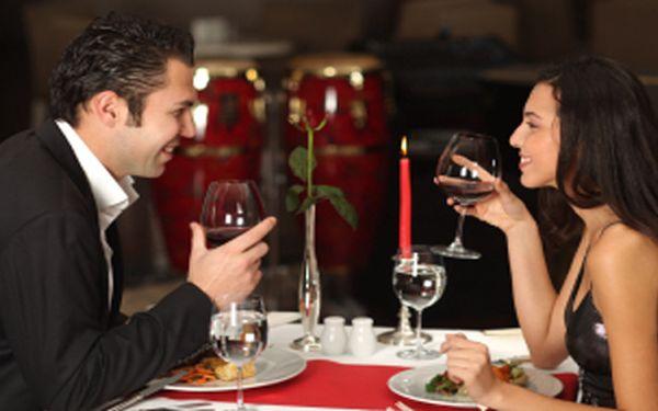 Pozvěte své polovičky na vymazlenou romantickou bohatou večeři pro dva při svíčkách za úžasnou cenu!