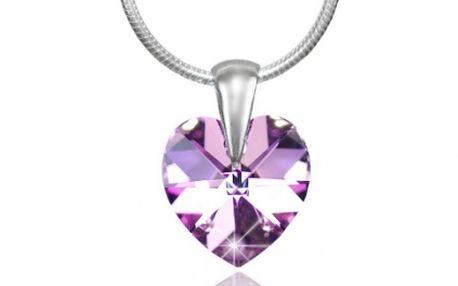 Dárkový set s kameny značky SWAROVSKI ve tvaru srdce usazené ve stříbře s ryzostí 925/1000 zabalené v dárkové krabičce s úžasnou 40% SLEVOU. Buďte připraveni na Sv. Valentýna a udělejte radost své přítelkyni či manželce za pouhých 390 Kč.