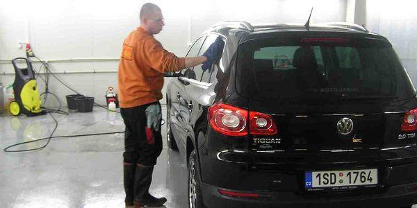566 Kč za kompletní umytí Vašeho auta. Vysátí, vyleštění, provonění, ošetření a hlavně BEZKONTAKTNÍ umytí karoserie, které nepoškodí lak auta to vše se slevou 48 % !!!