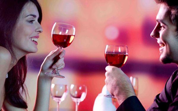 Skvělé 3-chodové menu při svíčkách pro 2 osoby doplněné o karafu vína a lahodnou kávu Lavazza na závěr se slevou 50 %! Přijďte si se svým partnerem vychutnat romantickou atmosféru skvělé večeře do útulné kavárny ER Café a to nejen na Valentýna!
