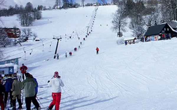 Ubytování na horské chatě U Pašeráka za 250 Kč/den. Pobyt s krásným výhledem a strategickou pozicí pro lyžaře za poloviční ceny.