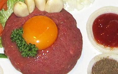Tatarský biftek pro dvě osoby (300g) a k tomu 8 kusů topinek za bezkonkurenční cenu!