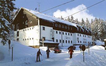 Zimní VÍKEND pro DVA v lyžařském areálu Klínovec s POLOPENZÍ, odpolední kávou a domácím koláčem, saunou a parkováním za 3.350 Kč. Ubytujte se v krásném Hotelu*** STAR 4 a užijte si sněhu dosyta!