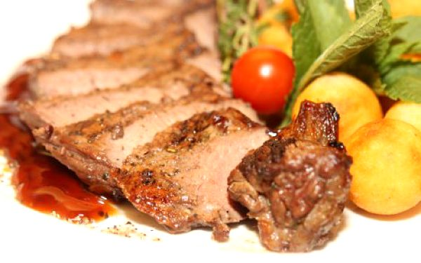 375 Kč místo 765 Kč za vynikající 600 g steakové menu pro DVA ve Steakhouse Jáma v centru Prahy! Rib Eye Steak s pepřovou omáčkou, New York Strip Steak s omáčkou z portského vína, Flank Steak s višňovou omáčkou a steakové hranolky nebo krokety! Objevte tu