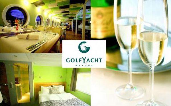 1490 Kč za romantickou noc v luxusní lodní kajutě na golfYacht v Praze. Snídaně do postele a večeře při svíčkách vám zaručí úžasného Valentýna! Sleva 51%