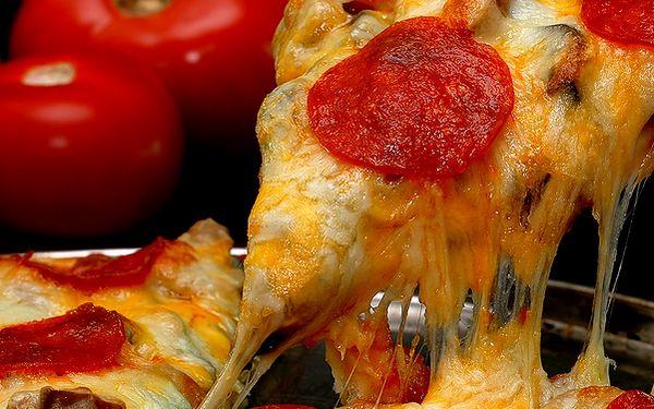 Ochutnejte za pouhých 49,- Kč křupavou pizzu o průměru 33 cm. Bagatel v Plzni otevírá zbrusu novou pizzerii, tak pojďte ochutnat! Pizzu si můžete dát u nás nebo Vám ji zdarma přivezeme. Sleva 50%.