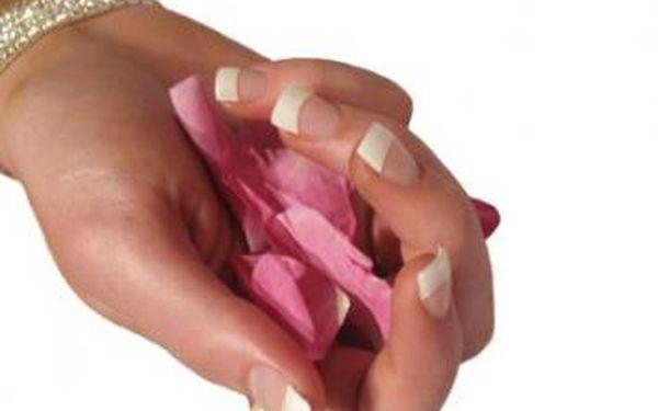 Dopřejte svým nehtům luxusní péči s profesionálni a precizní manikúrou s dlouhotrvajícim efektem úpravy a francouzskym lakovánim značkou O.P.I nebo ORLY za pouhých 250 Kč. Využijte báječnou nabídku péče pro Vaše ruce v salonu IMAGE STUDIO.