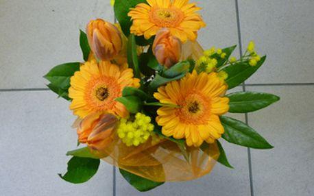 Jen 125 Kč za valentýnskou kytici v hodnotě 250 Kč! Darujte svému miláčkovi krásnou květinu v kombinaci tulipánů, germini, santini doplněné mimozou nebo genistou a organzou. To vše se slevou 50%.