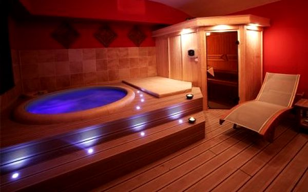 1299 Kč za 2 hodiny privátní sauny a vířivky s lahví skvělého francouzského sektu. Sleva 50 % na tento báječný relax v centru Prahy.