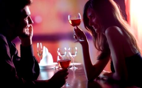 Neopakovatelná nabídka pro všechny zamilované! Bohaté čtyřchodové VALENTÝNSKÉ menu pro 2 v luxusní restauraci Morrison. Se slevou 50% získáte: APERETIV dle výběru, CAPRESSE, MIX GRILL, OVOCNÝ MIX v čokoládě a speciální valentýnské CHUŤOVKY!