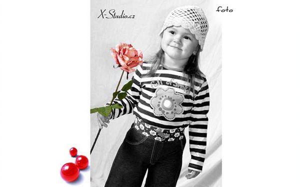 Aranžované fotografování dětí mladou kreativní fotografkou v přátelském domácím prostředí. Vhodné také jako originální dárek.