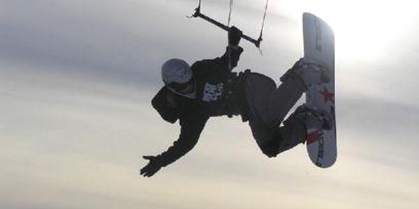 Půldenní kurz land či snowkitingu za pouhých 399 Kč místo 799 Kč! Kurz je na míru šitý začátečníkům! Ovládněte sílu větru a ochutnejte kiting díky teamu HARAKIRI kite kurzy! Vouchery platí celý rok!