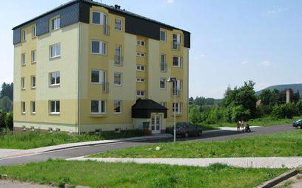 To tu ještě nebylo! Nové byty v krásné přírodě Východních Čech, v CHKO, se slevou 40%!!! Za voucher zaplatíte jen 499 Kč a získáte slevu až neuvěřitelných 760 000 Kč!!! Bydlete v nových bytech s výhledem na skalní město Ostaš za pakatel!