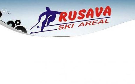 Lyžování ve ski areálu Rusava se slevou 40 %. Permanentky na 20 jízd jen za 150 Kč. Platí ve všední dny.