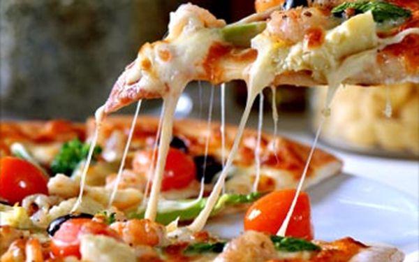 Ochutnejte skvělou pizzu za pouhých 69 Kč! Vyžijte nabídku se slevou až 49 % a vyberte si jakoukoliv pizzu z nabídky Pizza Bistro na konečné tramvaje č.1 na Slovanech.