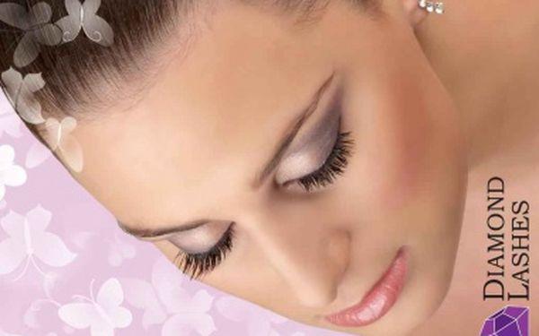 Prodloužení řas Diamond Lashes - permanentní efekt prodloužení a zahuštění řas Vám přinese mimořádně neodolatelný a atraktivní pohled s neuvěřitelnou slevou 67%.Nenechte si ujít omezenou nabídku dokonalých očí.