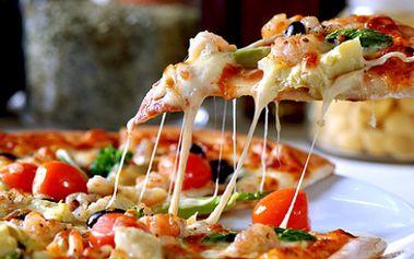 Skvělá nabídka pro všechny PLZEŇÁKY! Získejte VELKOU RODINNOU PIZZU o průměru 43 cm dle Vašeho výběru a k tomu LÁHEV LAMBRUSKA 0,75l za neuvěřitelnou cenu 164 Kč!! Obří pizza s 50% slevou a láhev dobrého vína, kdo by odolal?!