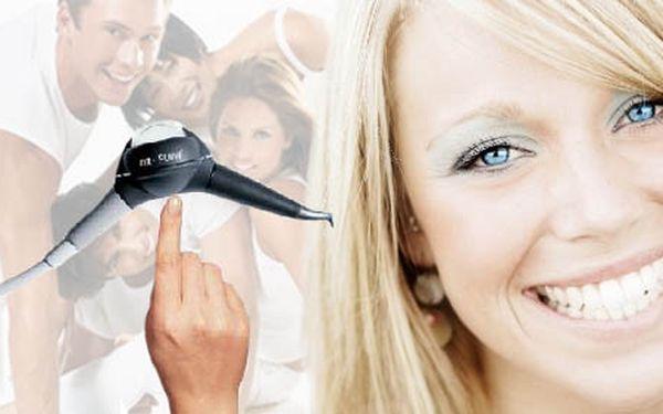 Zářivý úsměv bez poskvrnky! Profesionální odstranění pigmentací zubního kamene metodou AIR-FLOW jen za 250 Kč. Řekněte sýr se slevou 50%.