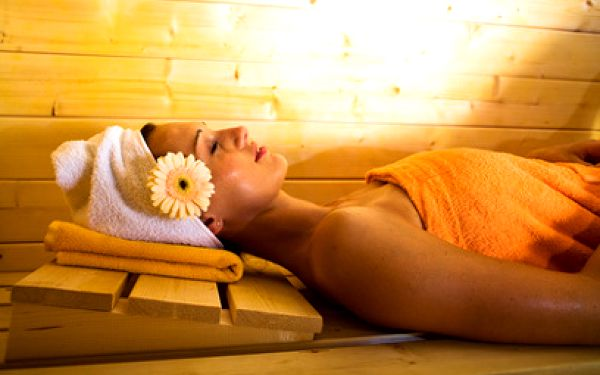 2 x 1 hodina ve finské sauně jen za 90 Kč místo 170 Kč! Relaxujte přímo v centru Ústí nad Labem a zbavte se té věčné zimy venku! Vyrazte dvakrát, ve dvou nebo si dopřejte obě hodiny najednou pro sebe
