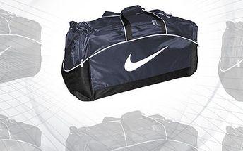 Už máte sbaleno? Velká taška Nike! Nový kamarád na cesty, kterého musíte mít. Grandiózní velikost M/L splní potřeby náročných sportovců i malých a velkých cestovatelů.