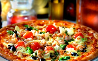 Získejte DVĚ PIZZY za bezkonkurenční cenu 99 Kč! Vybírejte z většiny pizz, které v jídelníčku nabízí restaurace Cascavello. Pozvěte svého partnera nebo kamaráda na výtečnou pizzu nyní s 55% SLEVOU!!