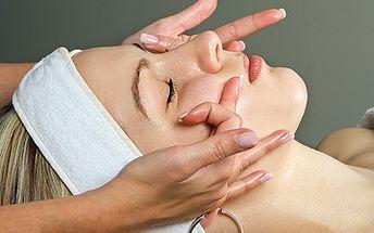 Jen 299 Kč za skvělý masážní balíček v délce 75min. Ruční a přístrojová masáž obličeje, krku a dekoltu. Reflexní masáž chodidel. Parafinová lázeň na ruce. Závěrečná maska. To vše se slevou 55%!