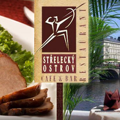 Losos nebo panenka - konzumace ve vyhlášené luxusní restauraci Střelecký ostrov v centru Prahy. Výběr ze dvou hlavních jídel, salát, víno a dezert jen za 390 Kč!! S námi získáte slevu 56 %!! Původně 890 Kč!!