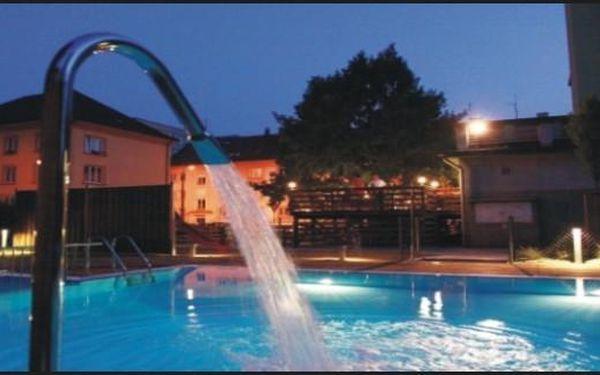 Prodlouzeno - Nadupaný wellness balíček v KLATOVECH ve velmi dobrém 3* hotelu 2 noci s večeřemi PRO DVA - užijte si až do Vánoc za fantastickou cenu 2790 Kč. Skvělá základna pro Šumavu