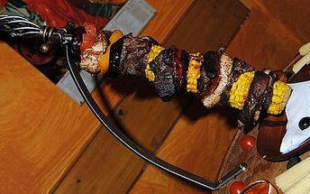 Elizabetin mečík PRO DVA v oblíbené Irské hospůdce O´Brien Výběr toho nejlepšího masa na meči - hovězí biftek, vepřová panenka, kuřecí maso, kukuřice, paprika, lilek, cibulka. K tomu omáčka tisíce ostrovů a příloha za neopakovatelnou cenu. Osobně jsme pro
