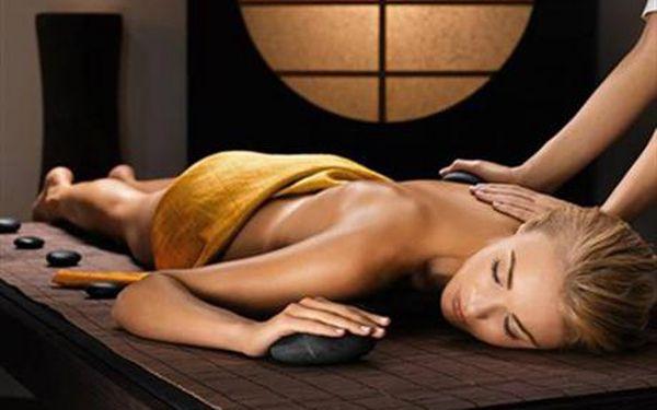 JEDINEČNÁ KOMBINOVANÁ MASÁŽ - Jedinečná kombinace dvou nejžádanějších druhů masáží. Prožijte si masáž lávovými kameny společně shavajskou masáží. Nabídka je určená pro ženy i muže. Luxusní masáž se slevou 50%.