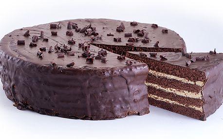 Ochutnejte Pražský dort! Kombinace kávy, čokolády a meruňkového džemu na tmavém korpusu mu dodává nezaměnitelnou a originální chuť!